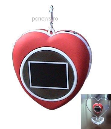 Mini ecran digital pentru fotografia iubitei