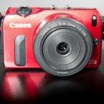 Canon EOS M cu obiectivul EF-M 22mm f/2 din kit