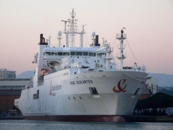 Nava maritimă pentru montarea liniilor de fibră optică