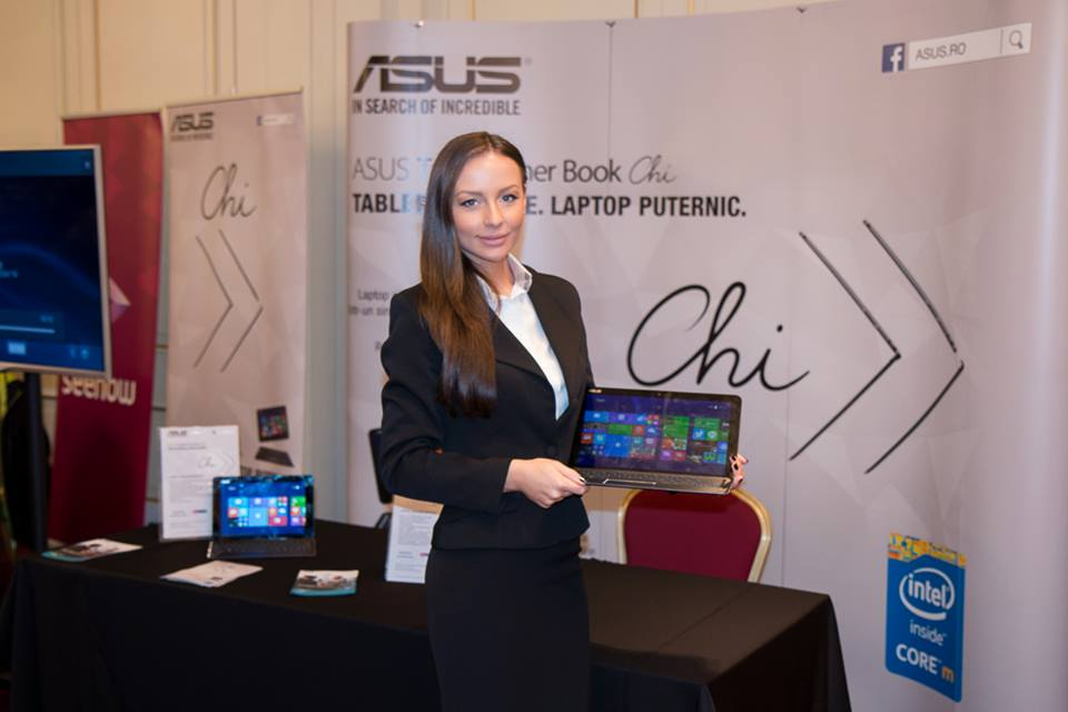 Dispozitivele 2-in-1 ASUS Transformer Book Chi au fost prezentate la Ziua Comunicațiilor 2015