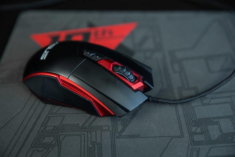 ASUS ROG Strix GL702V vine însoțit de mouse-ul GT200