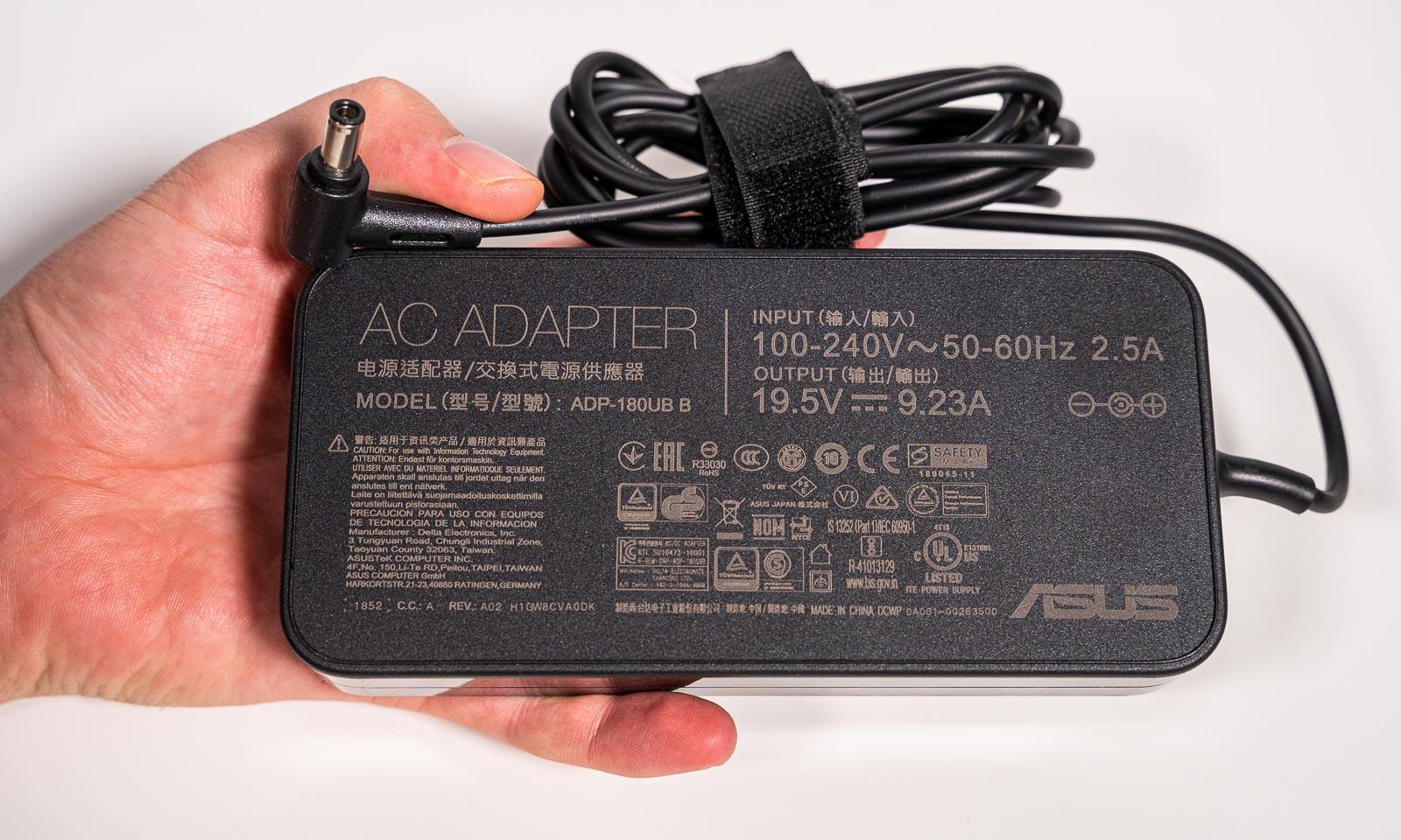 Adaptorul lui ASUS TUF Gaming FX705DU