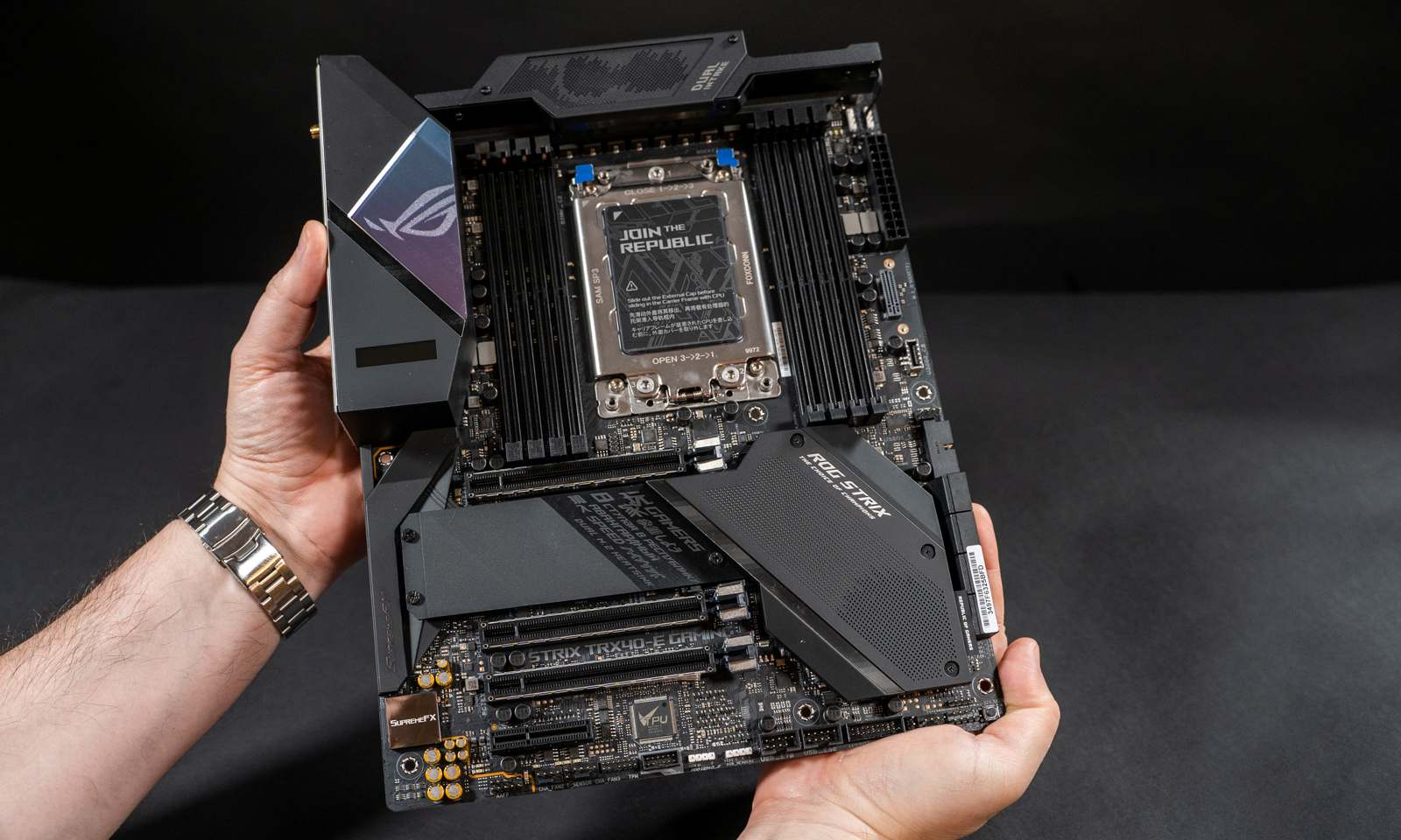 Placa ROG Strix TRX40-E Gaming