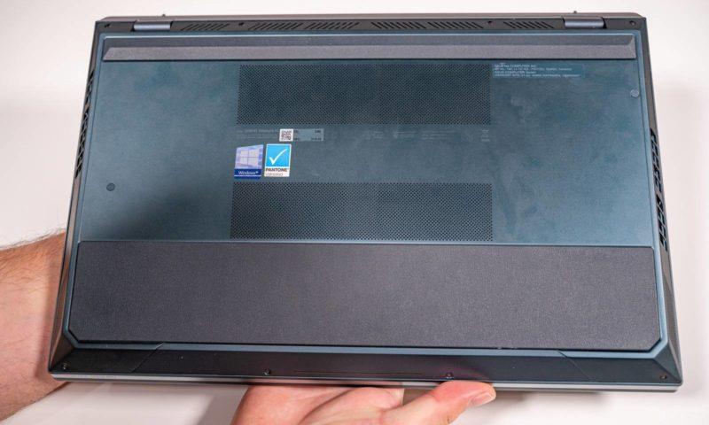 Laptopul cu doua ecrane Zenbook Pro Duo UX581