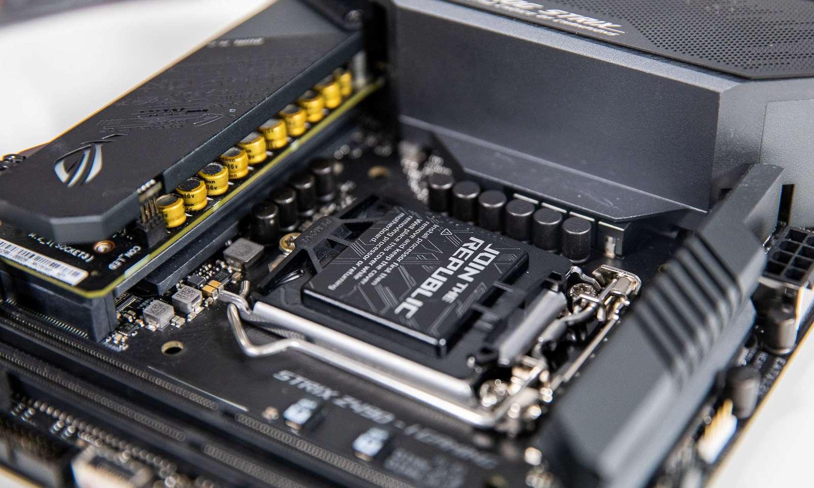 Soclul de procesor pe placa de baza ROG Strix Z490i Gaming