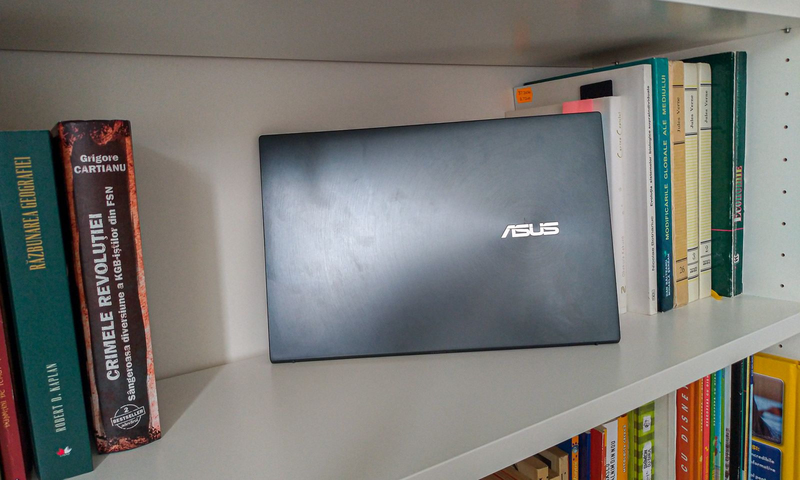 Laptopul ZenBook 13 UX325