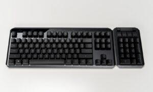 Tastatura ROG Claymore II - partea TKL și NumPad-ul conectat în dreapta
