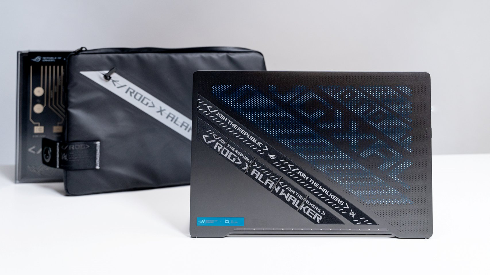 Personalizarea capacului Zephyrus G14 Alan Walker Special Edition