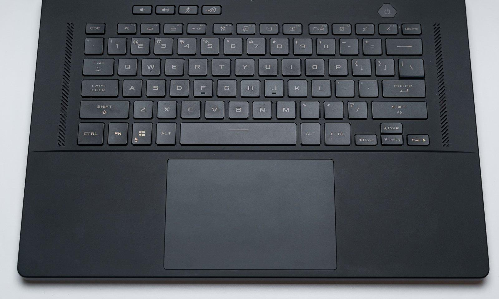 ROG Zephyrus M16 (GU603HR) - tastatură spațioasă, pad mare și butoane funcționale izolate