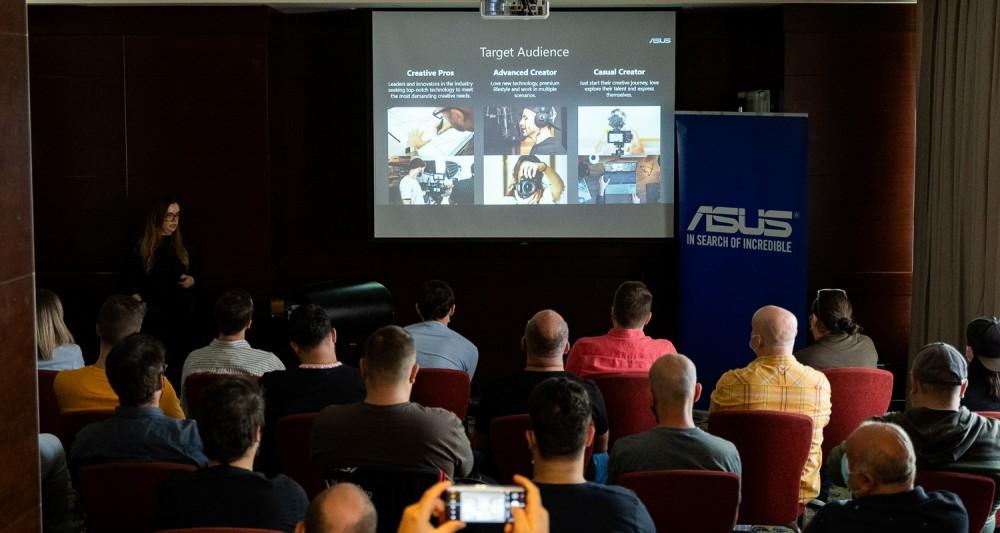ASUS a prezentat noile laptopuri cu ecran OLED pe 7 septembrie